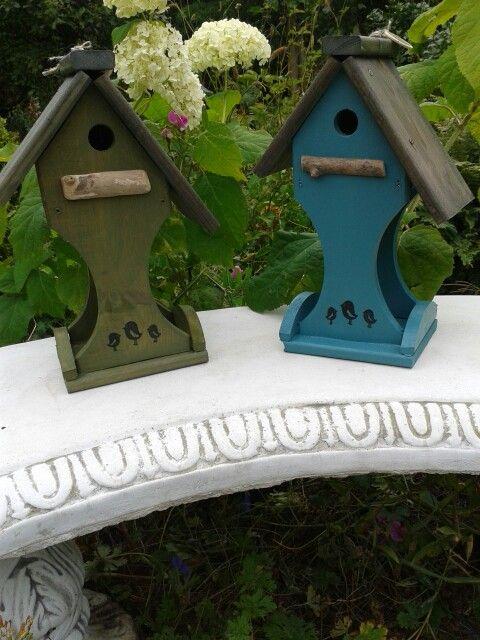 Vogelhuisje met voederplaats