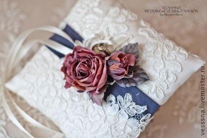 """Комплект свадебных аксессуаров """"Винтажные розы"""". Шелковые цветы. - бордовый"""