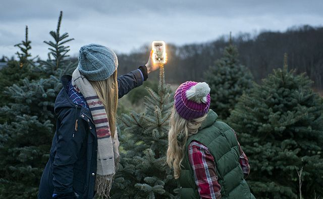 Still searching for the perfect gift? The LuMee case provides perfect lighting for selfies and video chatting! Get free standard shipping through 12/17! (U.S. orders only).