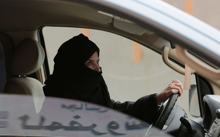 Rei autoriza mulheres a obterem licença para dirigir na Arábia Saudita