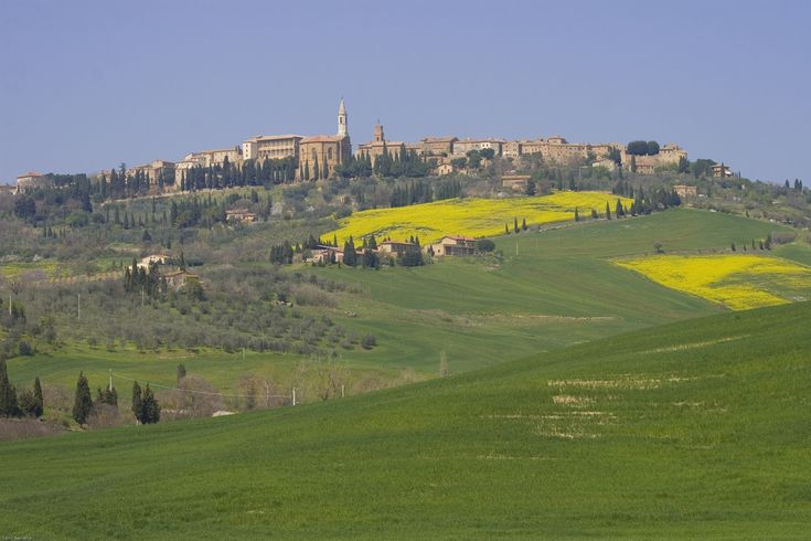 Pienza landscape  http://www.charminly.com/a-walk-in-tuscany-through-the-hamlets-of-val-dorcia/