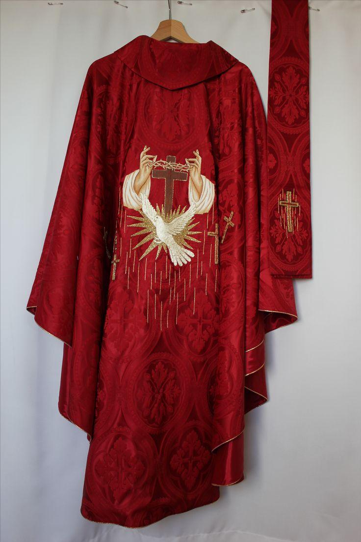 Ornat czerwony z symbolem męczeństwa