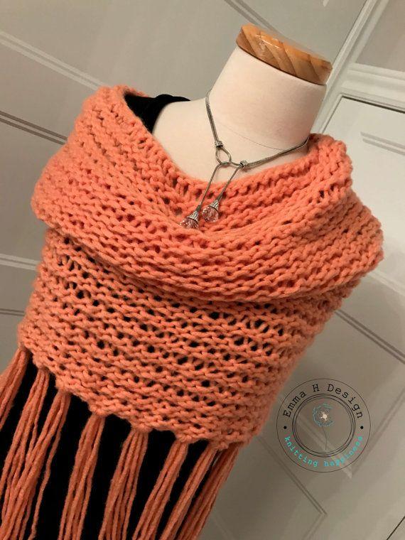 Snood chauffe-épaules avec franges couleur saumon par EmmaHDesign