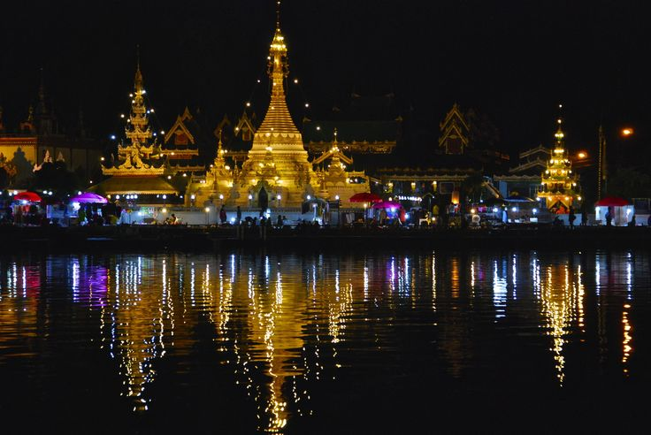 Mae Hong Son temple by pond