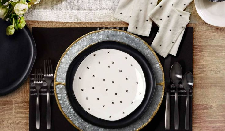 Create the ultimate Magnolia-inspired tablescape with these finds from the Hearth & Hand line available at Target. #tablescape #fixerupper #joannagaines