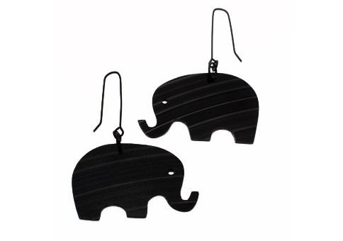 Elefanter, örhängen av svart vinyl