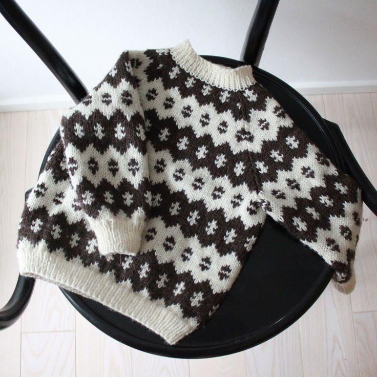 En bonderøvs-sweater fik Karl i fødselsdagsgave af min svigermor som endnu engang har tryllet med pindene…åh den er så lækker og jeg er faktisk ret misundelig!Update: Mønsteret er fra Hendes …