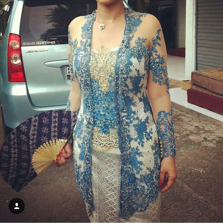 Thankyou for sharing . Bagikan model kebaya dan gaun hits kamu tag ke @kebayahits Dgn hastag #kebayahits . NB: Model kebaya/dress nya harus kelihatan jelass! Yg NAMA IG nya RIBETTTT gak bakal di repost! . #kebaya #kebayabridesmaid #kebayahamil #pasupasu #dresskebaya #kebayagaun #kebayamodern #inspirasikebaya #kebayahijab #kebayaindonesia #batik #batak #bataktoba #kebayapengantin #kebayapendek #bataknese #kebayadress #karonese #batakness #gaunpesta #prewedding #kebayamodifikasi #kalakkaro…
