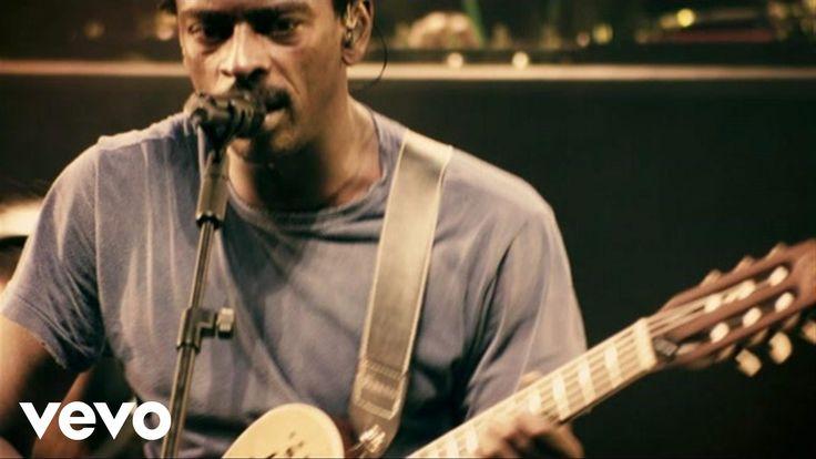 Music video by Seu Jorge performing Burguesinha. (C) 2012 Cafuné Produções Artísticas e Editoriais Ltda