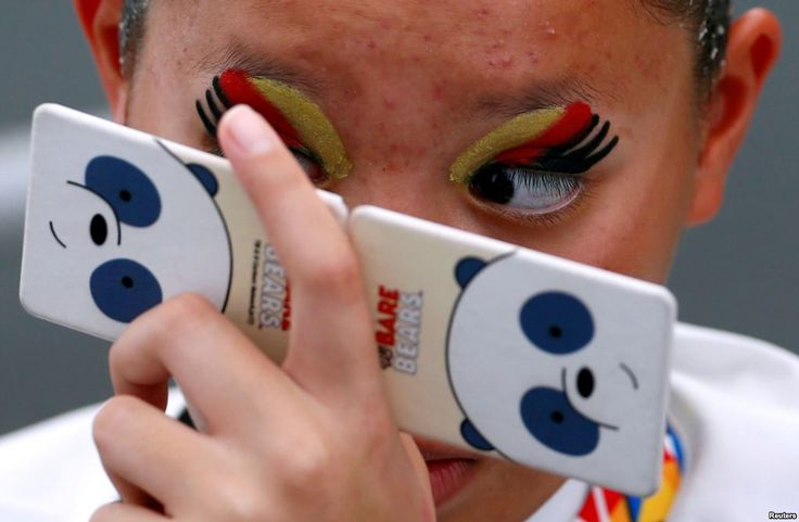 August 20, 2017:  A Thai swimmer checks her makeup before the women's synchronized swimming duet free routine final of the Southeast Asian (SEA) Games at the National Aquatic Center, Kuala Lumpur, Malaysia.