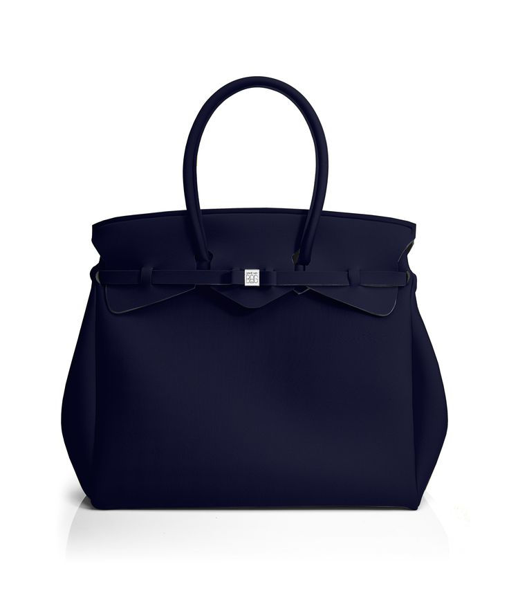 The Miss Weekender is your go-to bag for the perfect weekend away! This versatile tote transitions to a gym, beach or baby bag and is perfect for the jet-set who want to travel in style.  Size  440 x 400 x 200 mm  614g  Made in Italy  Vegan Friendly  Made from Poly-Lycra Fabric   Metallic Graphite