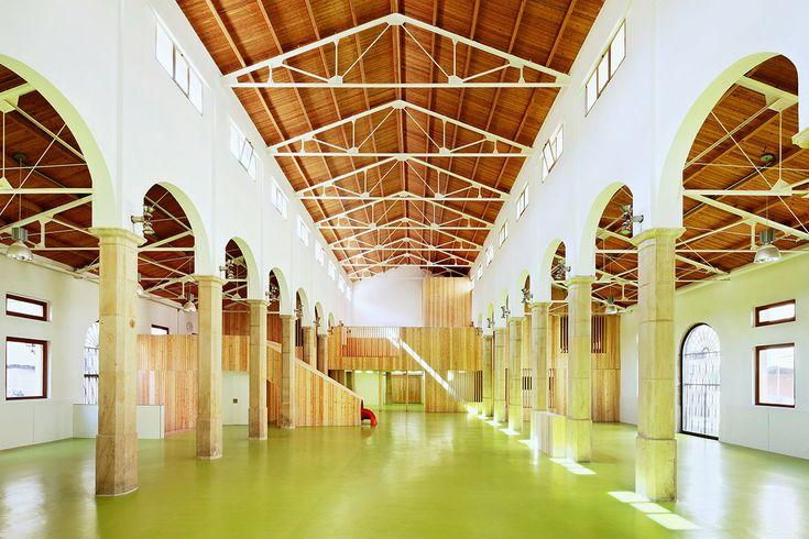 Mercado de Abastos – Alcaniz, Spain / Kayar flooring https://www.pinterest.com/artigo_rf/kayar/