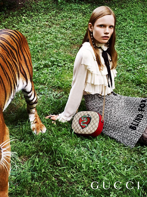 Discover more gifts from the Gucci Garden. Featuring the embroidered GG motif bag with chain shoulder strap by Alessandro Michele.