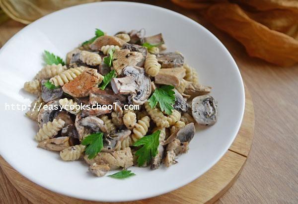 Паста с курицей и грибами в сливочном соусе | Легкие рецепты
