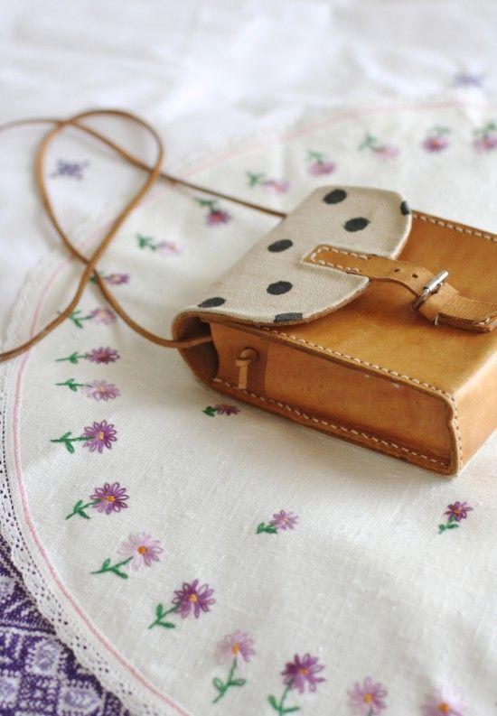 customiser un petit sac en cuir textiles leather pinterest dutch leather and purses. Black Bedroom Furniture Sets. Home Design Ideas
