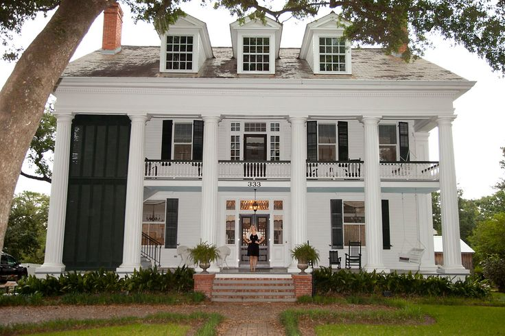 Antebellum home in Louisiana, picture from singer Jackie Francois's Facebook page