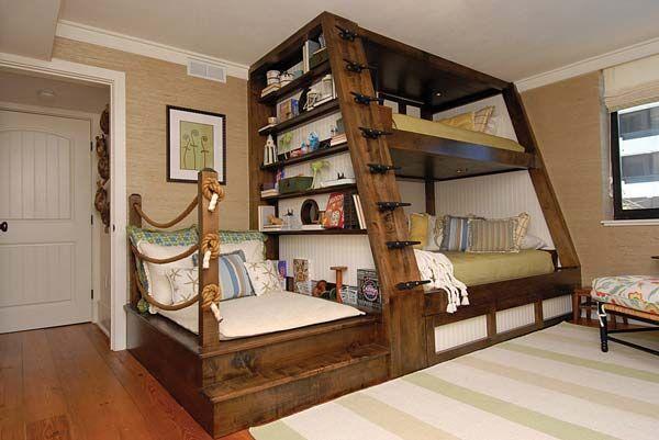 3. Giường ngủ với không gian đọc sách tiện lợi