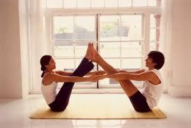 Recupera tu relación haciendo #yoga en pareja!