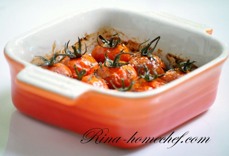 На 1-2 порции: 300 гр томатов черри 25 мл бальзамического уксуса 25 мл оливкового масла 1 ч.л. мёда 1 ч.л. листочков свежего тимьяна 1-2 зубчика чеснока соль морская крупная перец молотый Томаты черри выложить в форму для запекания, добавить раздавленный зубчик чеснока. Смешать бальзамический уксус с оливковым маслом, добавить мед и хорошо размешать. Оборвать листочки …