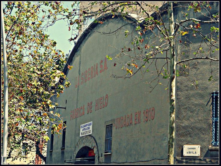 El 1933, el Poblenou era la principal concentració de fàbriques de gel a Barcelona. De la dotzena que hi havia a la ciutat, deu se situaven aquí.  La Siberia va ser una de les principals.