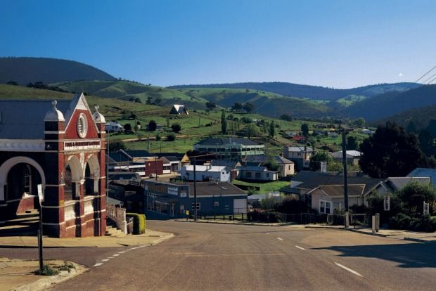 Great Alpine Road: Omeo, Victoria. Photo: Tourism Victoria