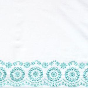 Tissu à frise broderie anglaise céladon sur blanc - Henry et Henriette