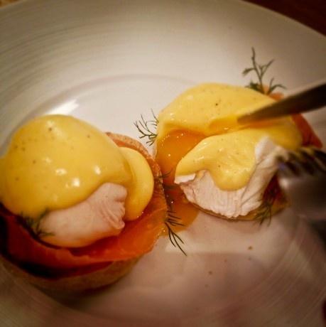 Jajka w koszulkach - proste i efektowne śniadanie | KUKBUK. Zawsze głodni!