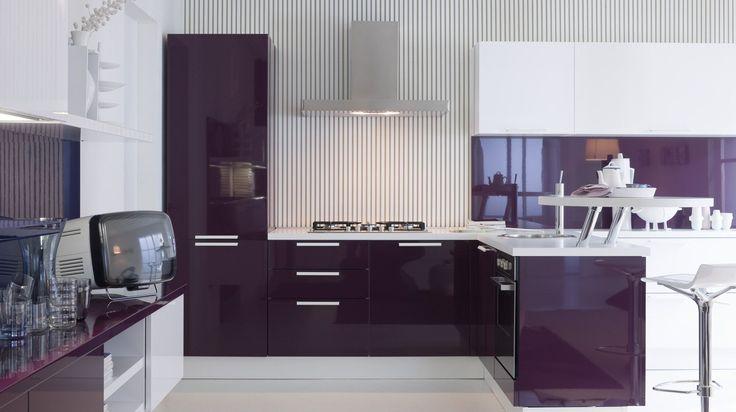 Фиолетовая кухня (58 фото): смелое решение для сильных духом http://happymodern.ru/fioletovaya-kuxnya-58-foto-smeloe-reshenie-dlya-silnyx-duxom/ Фиолетовый оттенок чаще можно встретить в кухнях современного стиля, которому присущи глянцевые поверхности и сочные глубокие краски.