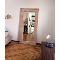 Деревянное напольное зеркало