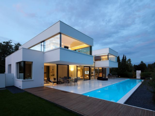Magnifique construction contemporaine et cubique réalisée par les architectes Felix Bembé & Sébastian Dellinger