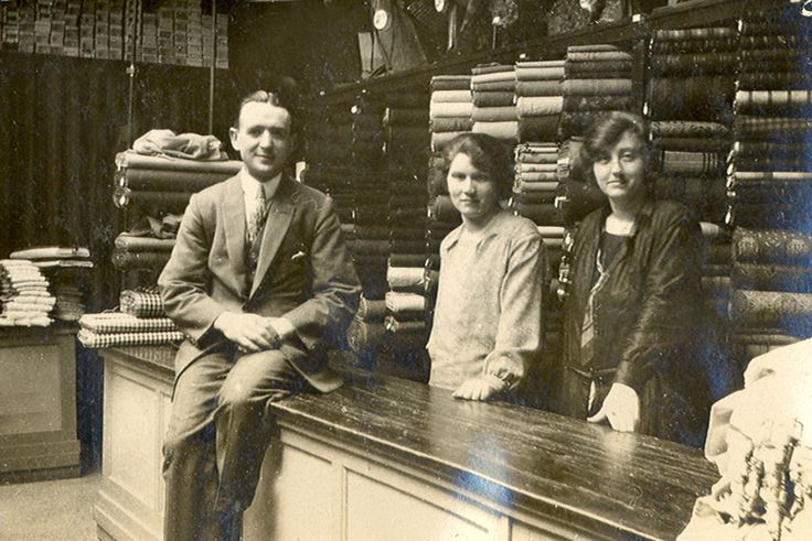 1924 Personeel manufacturen van Hout-Ververgaard wie herkend er iemand? Reacties: http://publimon.nl/gevraagdgezocht.html
