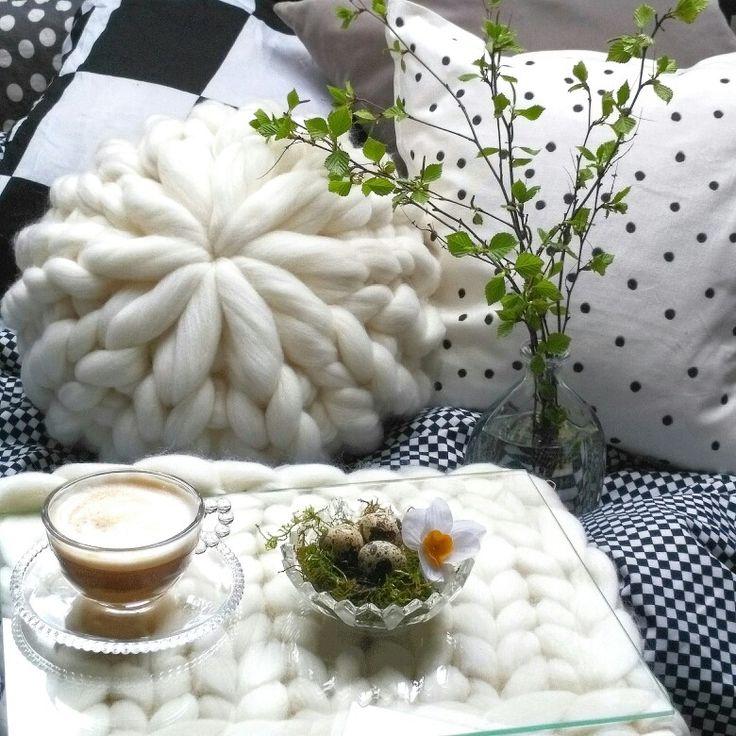 Nice and cozy morning with coffee and chunky yarn
