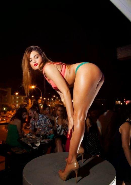 Η καυτή χορεύτρια Alice Ayers. Hot dancer Alice Ayers.