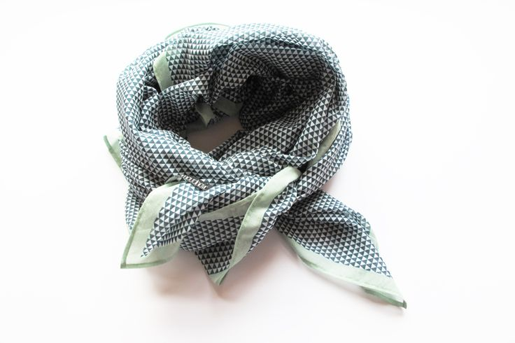 grand foulard | 145 x 145cm | digitalprint | www.lemouchoir.ch