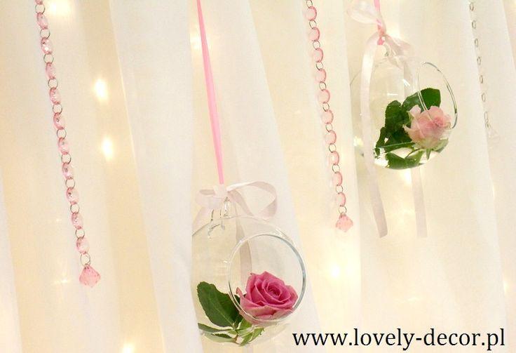 Szklane kule  z różami  #wedding #decor #dekoracje #ślubne