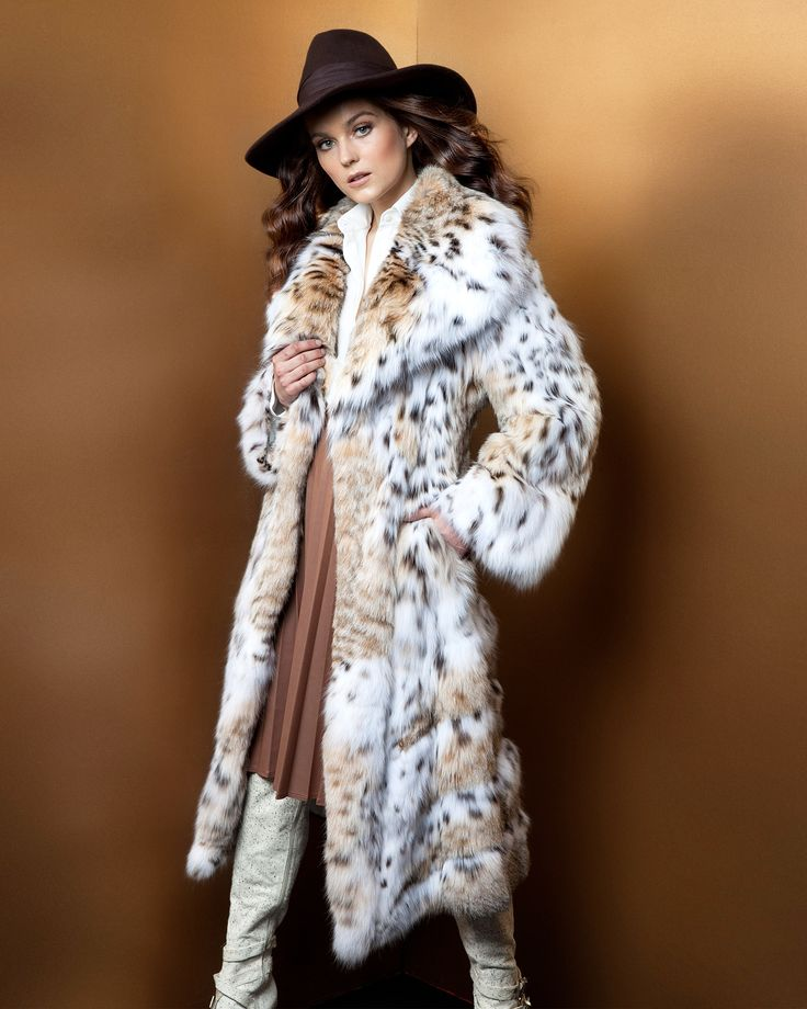 Never looked so chic! Our lynx cat fur coat is made for perfection.