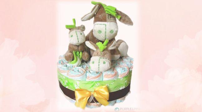 En Diaper Cake er den perfekte gave til enhver baby. Denne gave pynter hvert gavebord! #barselsgave #diapercake #babyshower #gaveideer #baby #dåbsgaver