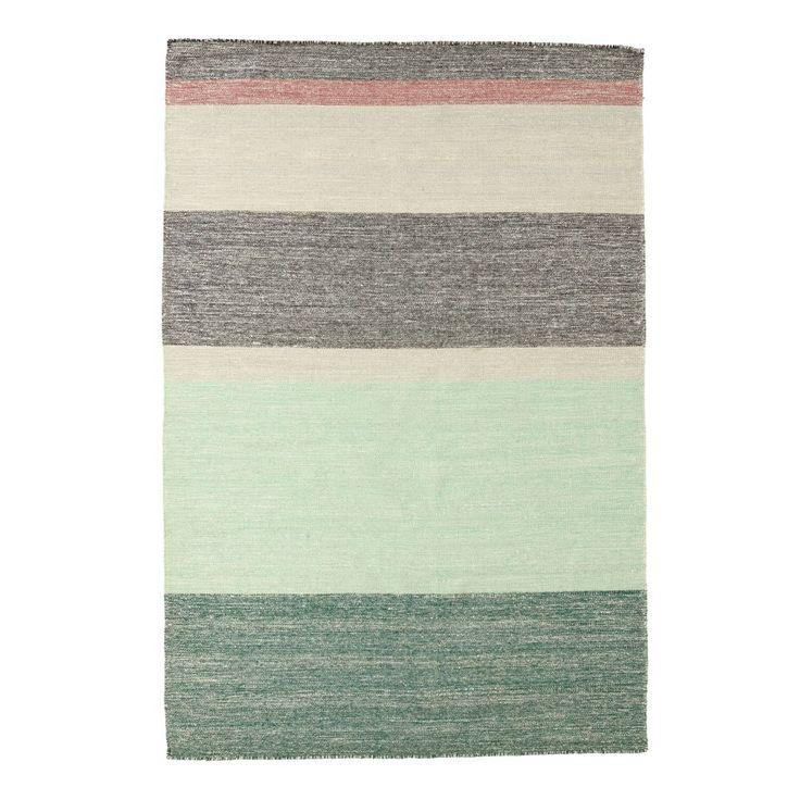Pulvis, handvävd ullmatta från Linie Design. Pulvis har en vacker naturnära färgskala i sobra pasteller. Mattan är vävd i ull och finns i två olika färgställningar, Pink och Plum.