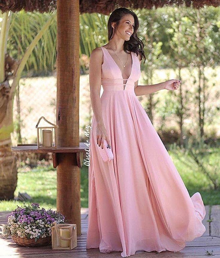 Sugestão para quem quer um vestido leve para um casamento ao ar livre 👱♀💞 O que acha desse modelo para madrinhas e convidadas? | Vestido de madrinha in 2019 | Dresses, Evening dresses, Pink evening dress