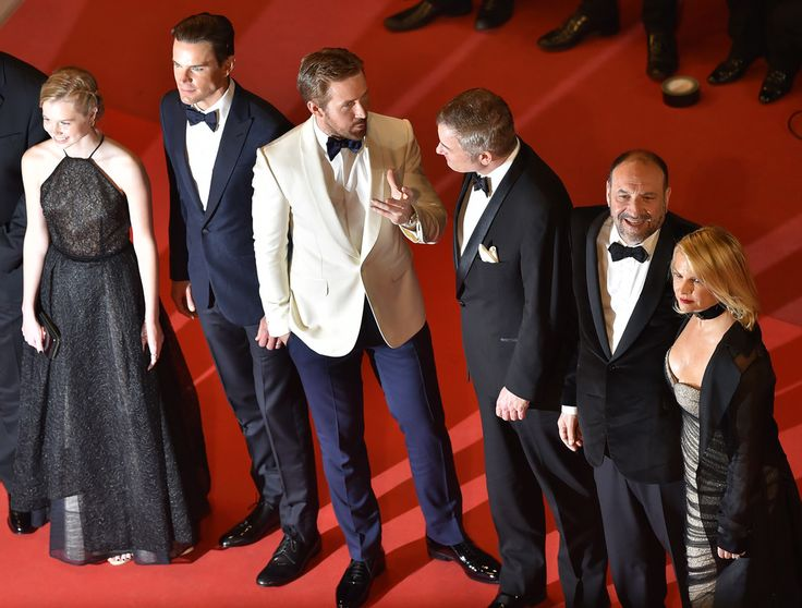 "(FromL) Australian actress Angourie Rice, US actor Matt Bomer, Canadian actor Ryan Gosling, US director Shane Black and US producer Joel Silver and his wife US producer Karyn Fields pose as they arrive on May 15, 2016 for the screening of the film ""The Nice Guys"" at the 69th Cannes Film Festival in Cannes, southern France.  / AFP / LOIC VENANCE"