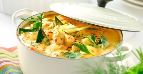 Krämig kycklinggryta med Thaikänsla. Den goda smaken kommer av vitlök, lök, chili, ingefära, paprika, sweet chili, kokosmjölk och Kycklingfond.