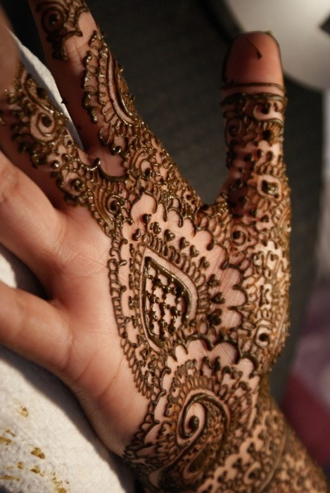 this is one reason i love indian weddings! mehndi!