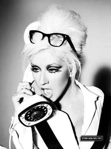 Christina Aguilera has beautiful eyes and amazing blonde hair! #beauty #hair #makeup