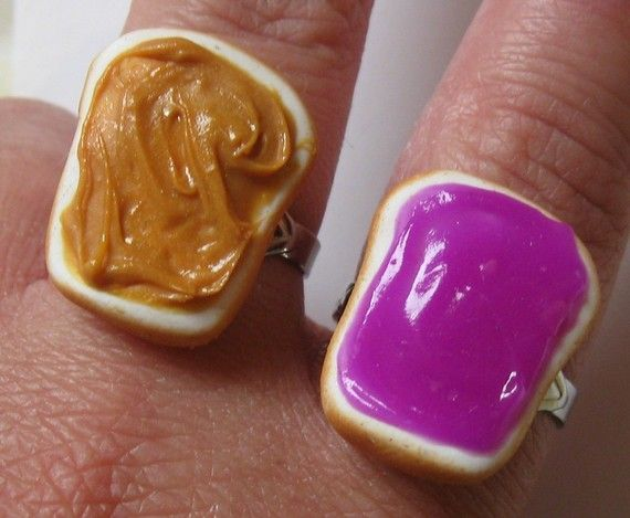 Peanut butter and jelly friendship rings...awwww <3