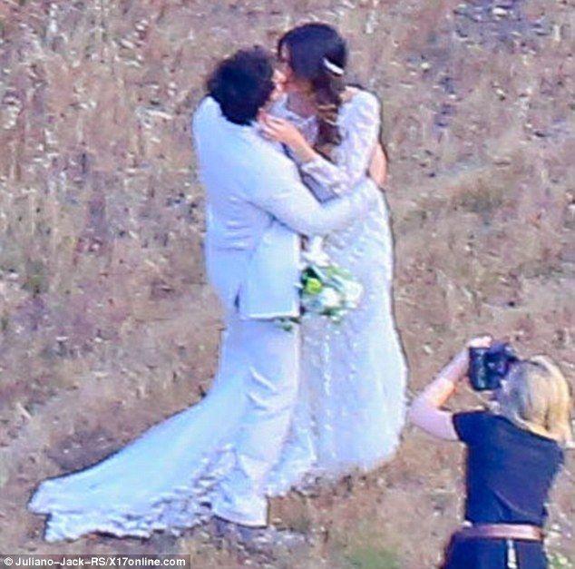 As 100 melhores imagens em nikki reed and ian somerhalders wedding ian somerhalder and nikki reed are officially married junglespirit Images