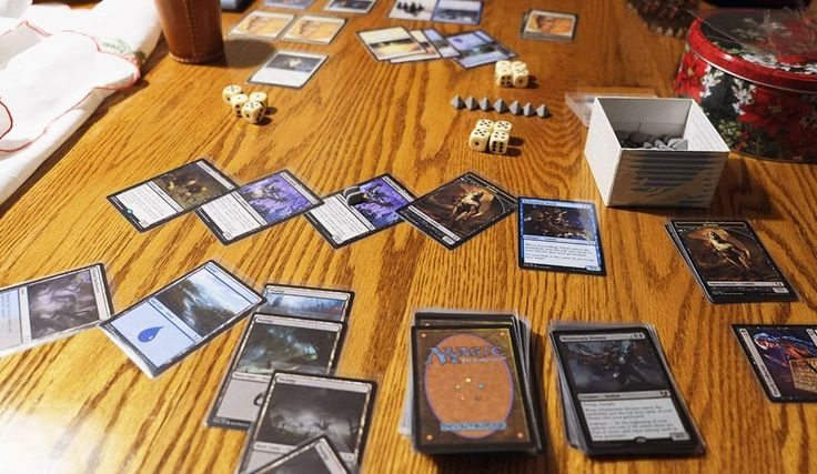 """Magic: The Gathering """"Duel Decks: Blessed vs. Cursed"""" - Spielfeld Beispiel - #MTGBVC #MtG Magic: The Gathering ist ein eingetragenes Warenzeichen von Wizards of the Coast, Inc, einem Tochterunternehmen von Hasbro, Inc. Alle Rechte an den Kartennamen, dem Tap-Symbol, den Mana-Symbolen und den Editions-Symbolen liegen bei Wizards of the Coast, LLC. Alle Rechte an Bildern liegen bei dem jeweiligen Künstler oder Wizards of theCoast, LLC. Alle Rechte Vorbehalten."""