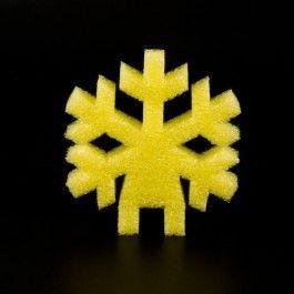 COPO NIEVE STRATOCELL COLORES. Formas de copo de nieve de stratocell en 4 colores: rojo, amarillo, azul y verde, para decorar el árbol de Navidad de stratocell. #MWMaterialsWorld #espumapolietileno #stratocell #decoraciónnavidad #polyethylenefoam
