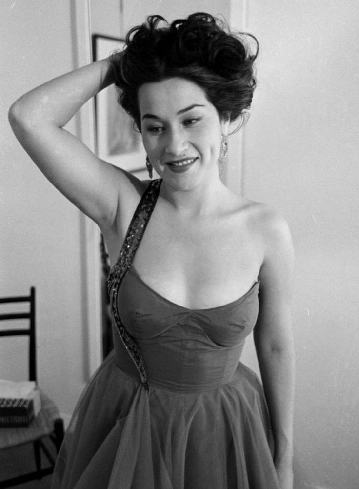 Beautiful and highly talented Peruvian soprano Yma Sumac, c. 1950s. #vintage #singers #1950s