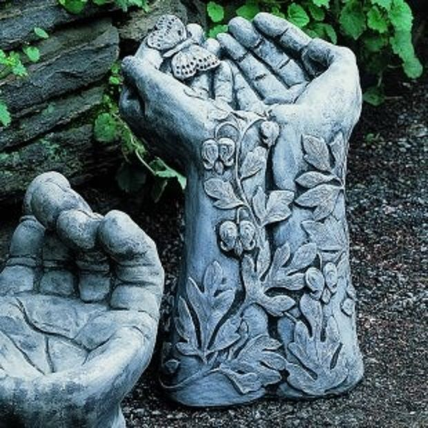 Idea to make hypertufa hands using rubber garden gloves & leaves