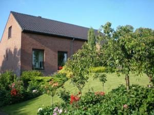 £198 for three nights; 3.1 miles from the centre of Ypres; incl. breakie